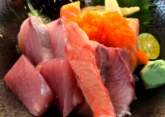 大安安東市場津輕丸美食生魚片丼